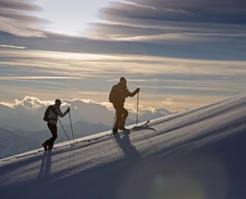 Zwei Tourenskigänger in Ramsau am Dachstein