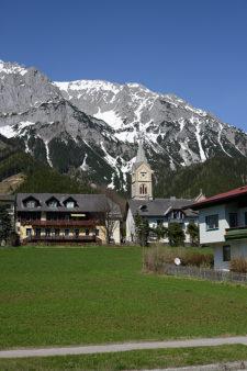 Dachstein mit Kirche
