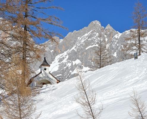 Das Dachsteinkircherl in Ramsau am Dachstein während eines schneereichen Winters