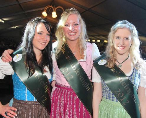 Dachsteinkönigin Johanna, mit den Prinzessinnen Tamara (links) und Carina